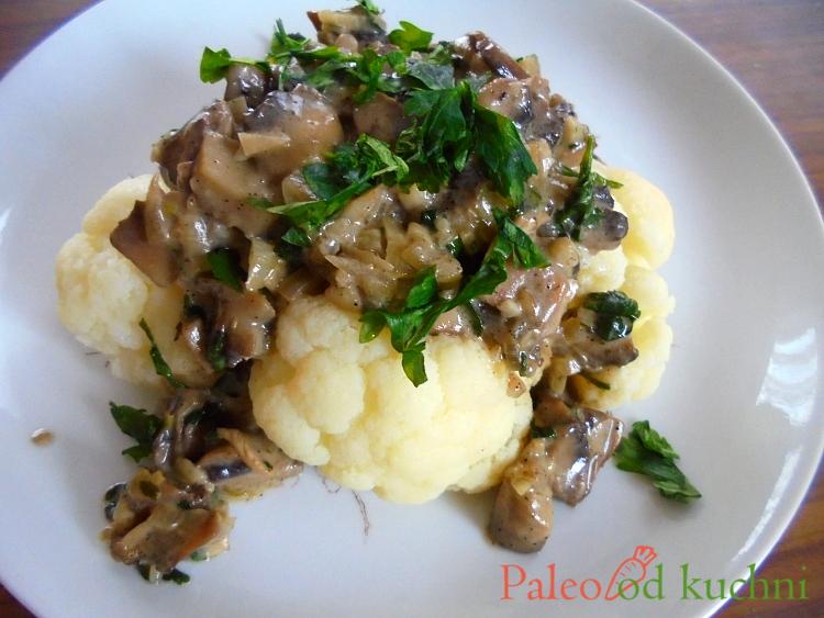 Kalafior z sosem pieczarkowym
